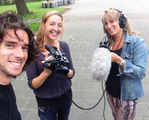 Migo met Zomercursus deelnemers met camera en microfoon