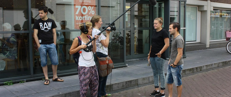Tijdens de Zomercursus Reportagemaken zijn Martine van Dijk en Carli Giesbers met camera en hengel op reportage gegaan in Purmerend