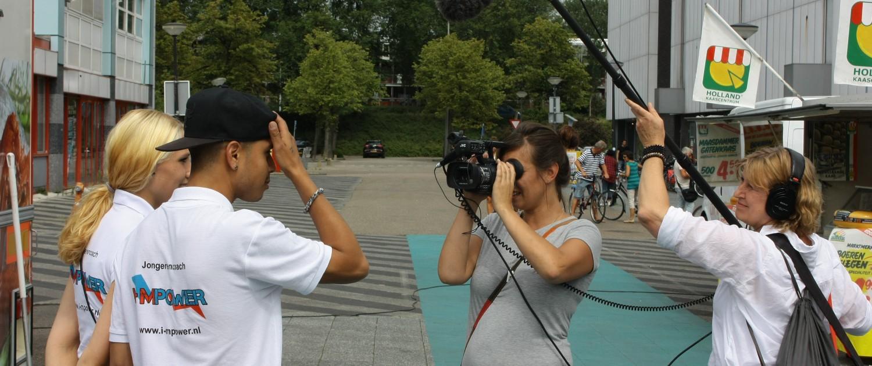 Tijdens de Zomercursus Reportagemaken zijn Alice Moore en Ilona Moeksis met camera en hengel op reportage gegaan in Amsterdam Noord