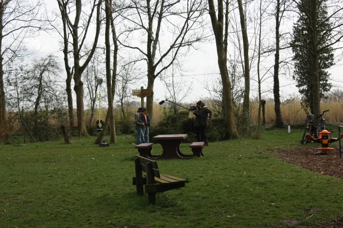 Interview in het park tijdens de Wintercursus reportagemaken